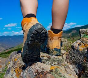 hikig boots follower web